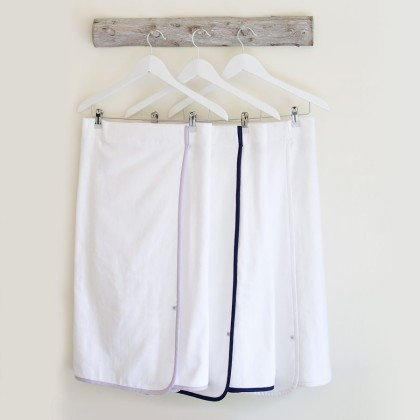 luxury-towel-wraps-on-hangers
